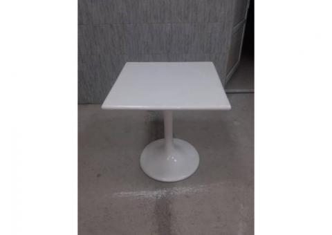 Продаю стол из пластика